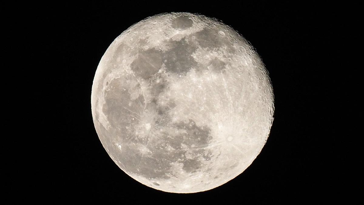 Der Mond mit 600 mm FF